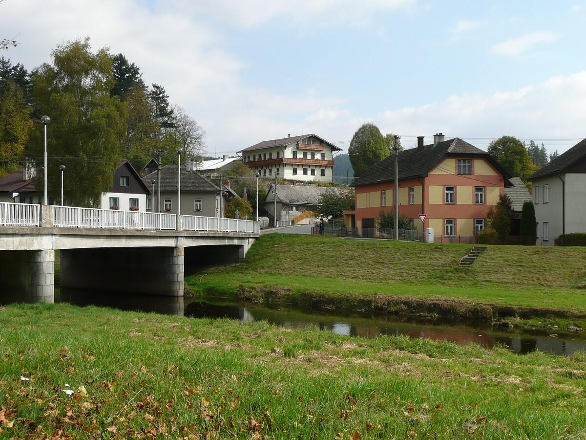 Zajímavé lokality k navštívení - pohled na zámek v Dalečíně