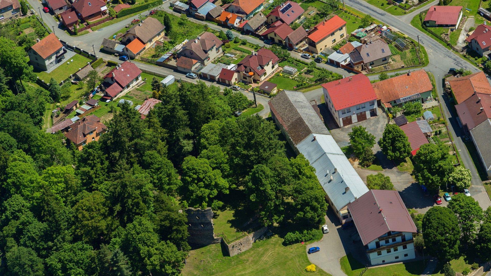 Dalečín z výšky - pohled nad OÚ Dalečín